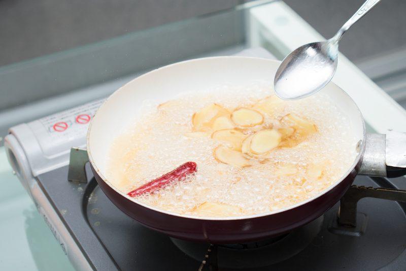 材料をすべて鍋に入れて、とろみがつくまで煮出す
