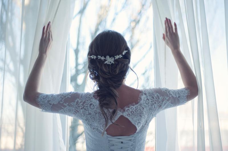 朝一番にカーテンと窓を開ける
