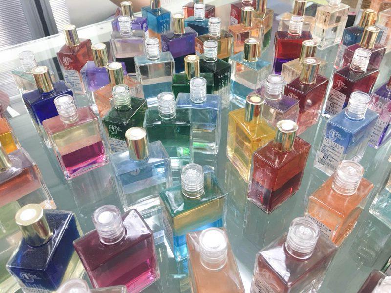 いっぱいのボトル画像