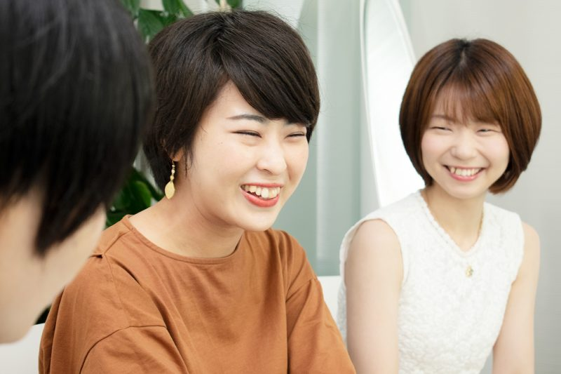 ジュエリーの話でついつい笑顔になっちゃう2人