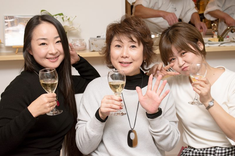 川島社長と営業サポート課のミカさん、営業部のきょうめさん