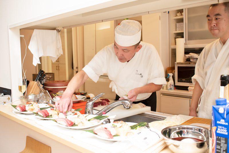 目の前で寿司職人様が握ってくれる贅沢